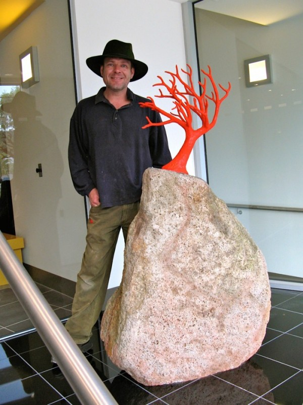 Jones_with-red-tree-sculpture-2014-e1462166266745